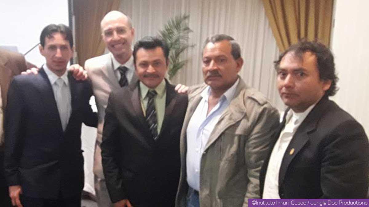 De gauche à droite : Dr. Edson Salazar VIvanco, Dr. Jose De La Cruz Rios Lopez, Dr. Jose Jesus Zalce Benitez, José Benigno Casafranca Montes, Edward Valenzuela Gil.