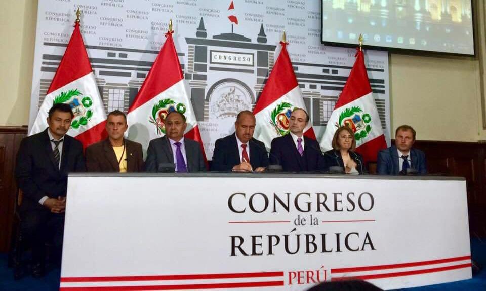 Conférence sur les momies de Nasca au Congrès de la République du Pérou